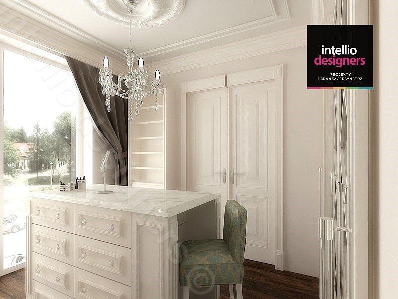 Projekty wnętrz domów garderoba w stylu klasycznym