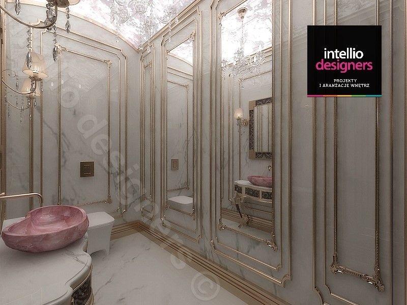 Złote dodatki, Konsola w łazience pałacowej, duże lustra ze złotymi dodatkami