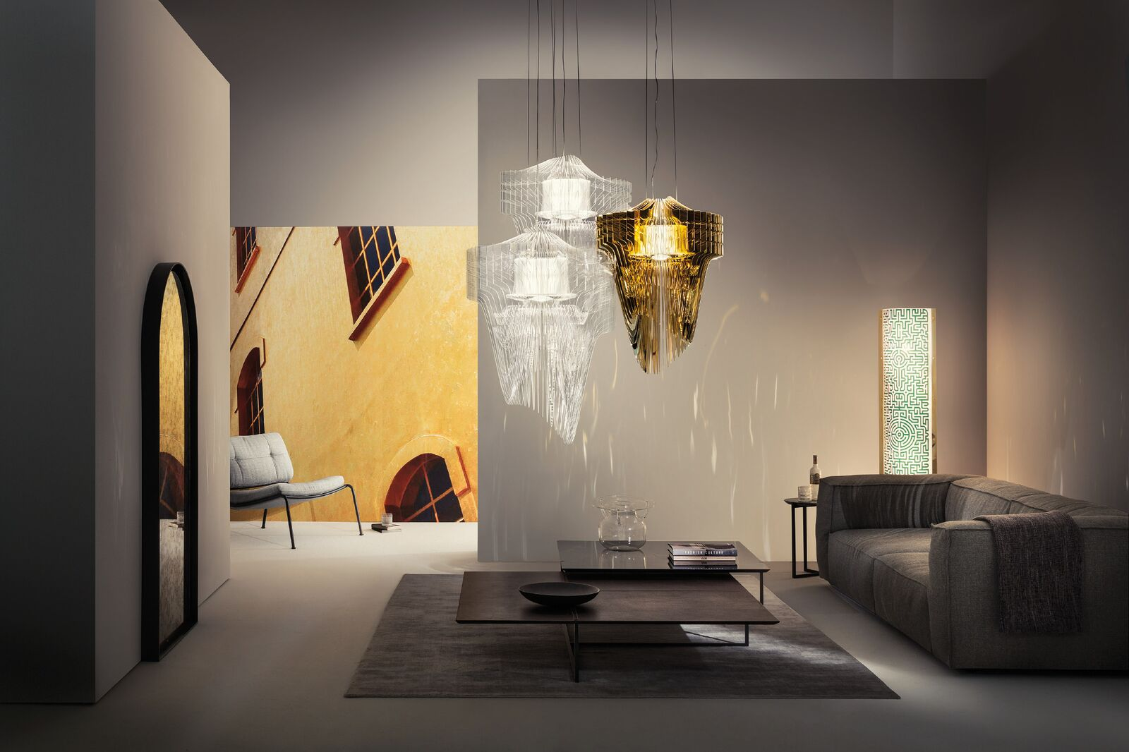 Lampa Aria Gold projektu Zahy Hadid