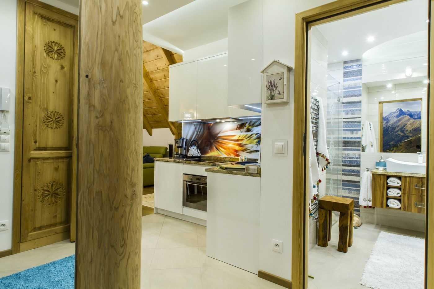 Kompleks apartamentów, które wyróżnia wyjątkowo udane połączenie tradycyjnego zakopiańskiego stylu z nowoczesnym designem.