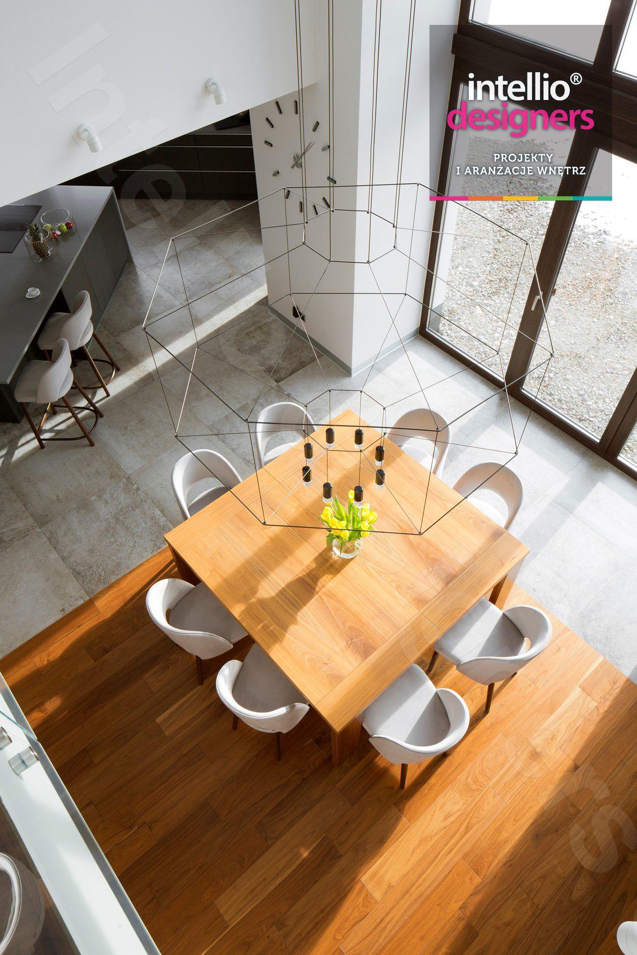 Projekty wnętrz domu w górach - duży salon, łazienki, otwarta kuchnia, nowczesne wnętrza