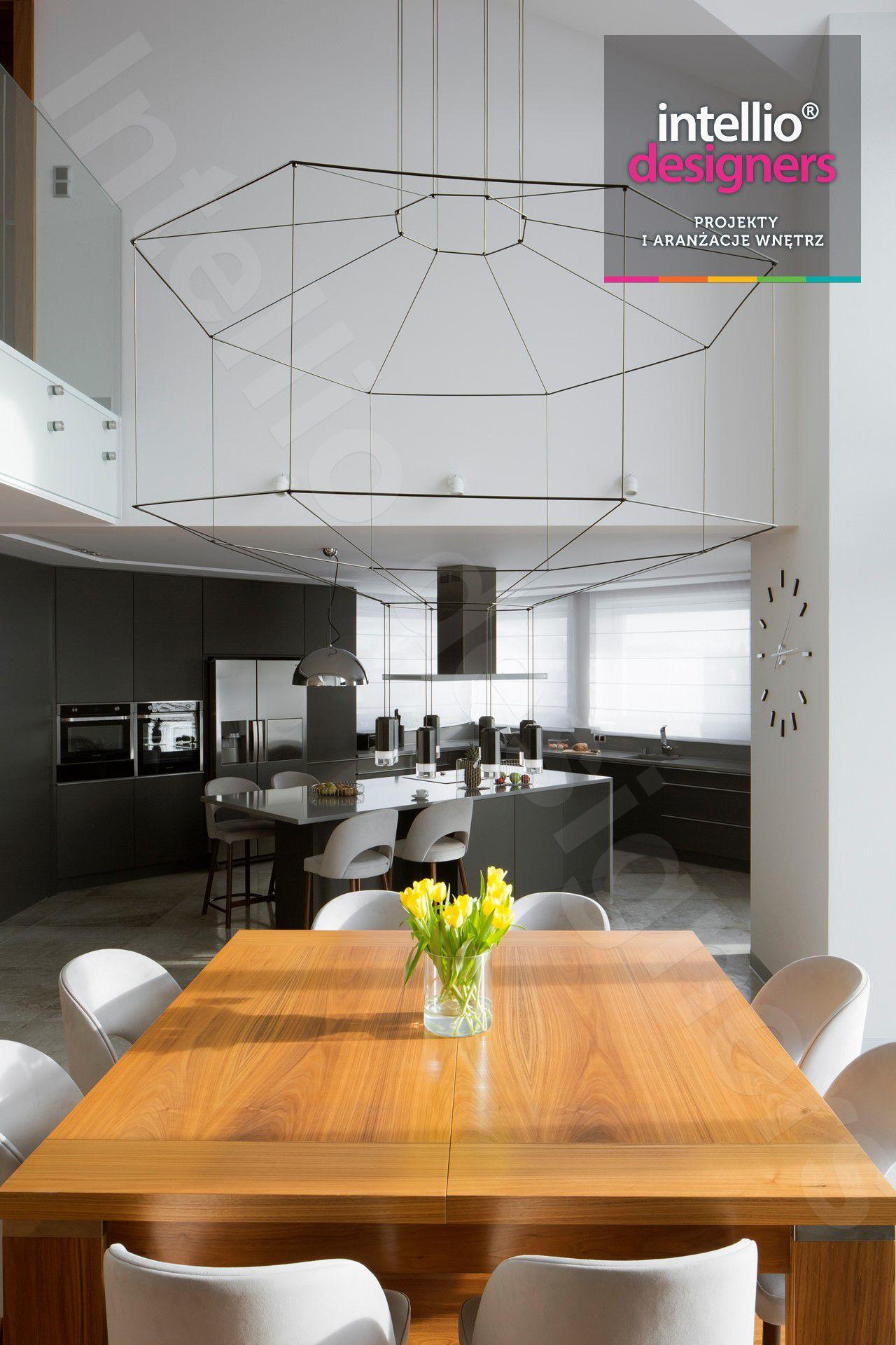 Zdjęcia projektu wnętrz domu w górach - duży salon, łazienki, otwarta kuchnia, nowczesne wnętrza