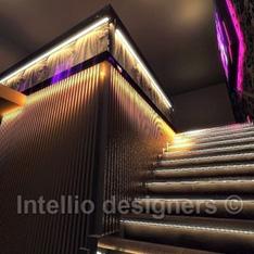 LED oświetlenie tapeta klub wejście schody klub muzyczny