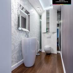 Łazienka mozaika Bizzaca żyrandol glamour lustro umywalka wolnostojąca - projekt Intellio designers