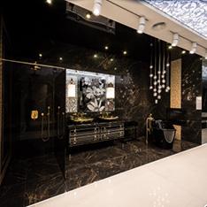 Łazienka płytki Versace, ekskluzywne produkty wyposażenia wnętrz z dodatkami kryształków Swarovskiego.