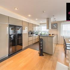 Otwarta kuchnia w apartamencie, projektowanie wnętrz Intellio-designers