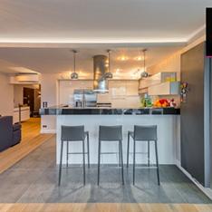Kuchnia w apartamencie w Krakowie