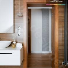 Luksusowa łazienka w domu położonego w sercu gór