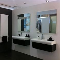 łazienka dwa lustra ciemne ręczniki intellio projektowanie wnętrza szkolenie FABRYKA PORCELANOSA
