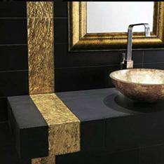 aranżacje pomieszczeń dune szkolenie plytki czarna łazienka ze złotymi dodatkami złote lustro